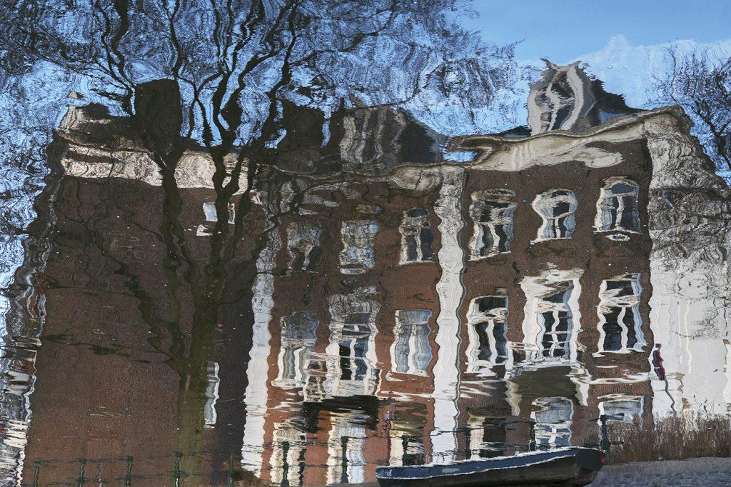 Reflectie amsterdamse huizen